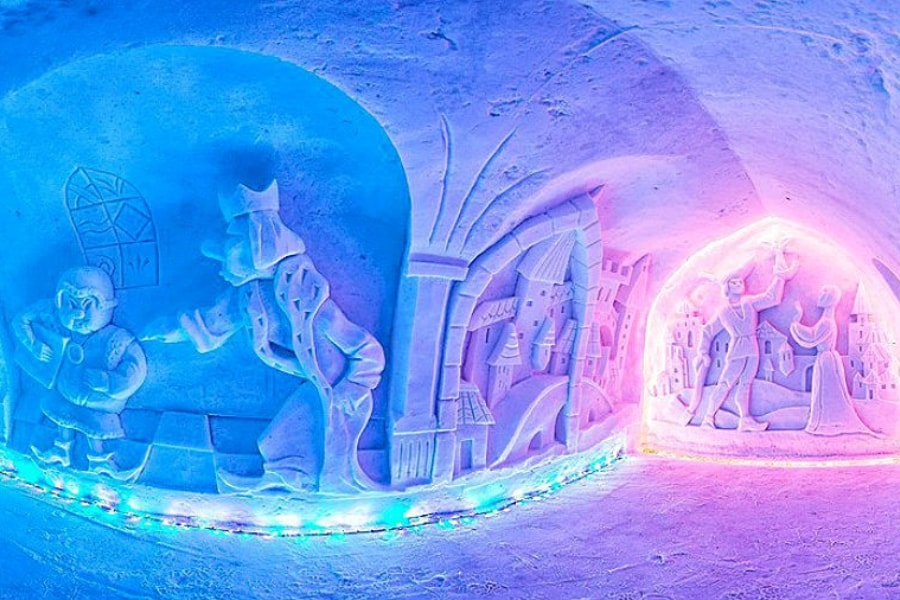 Northern Lights Murmansk tour Russia Kola Peninsula Snow village