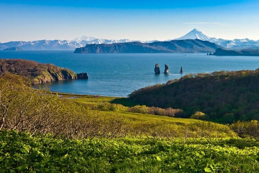 Kamchatka trekking tour Russia bears and volcanoes